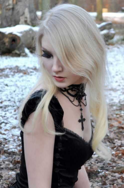 Histoire de cul avec une blonde gothique hot